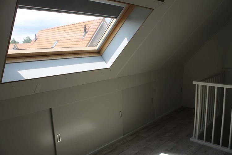 Zolder splitsen in 2 kamers 1 kantoor dakraam en 1 slaapkamer werkspot - Kamer en kantoor ...