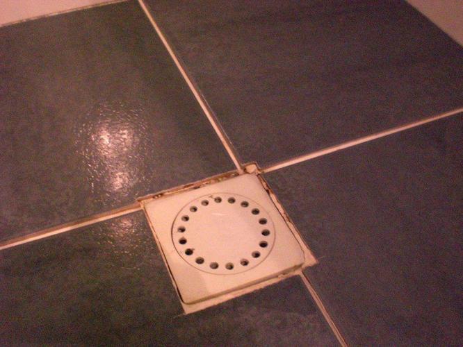 Opnieuw voegen badkamer tegels - Werkspot