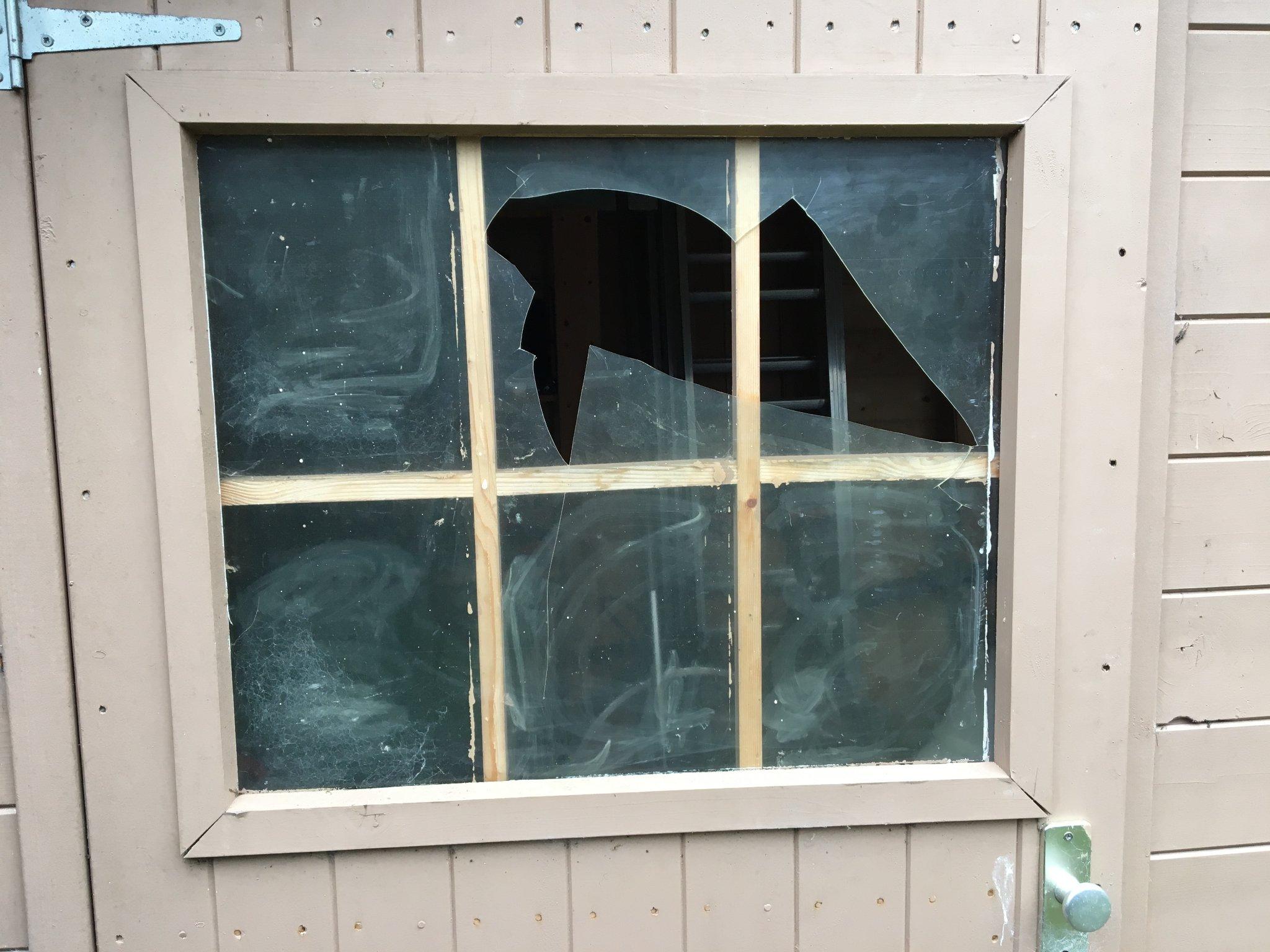Fonkelnieuw Vervangen raam tuinhuisje - Werkspot XG-48
