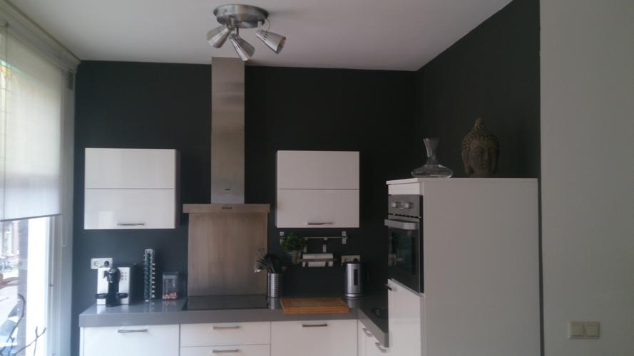 Schilderen woonkamer en keuken 1 muur behang verwijderen werkspot - Verf keuken lichtgrijs ...