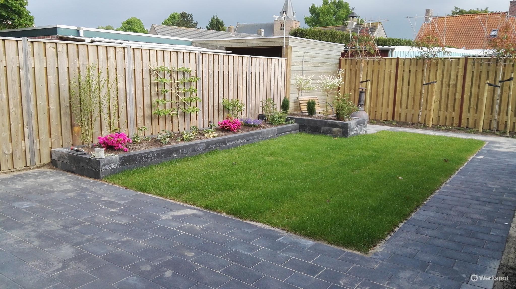 Tuin Laten Bestraten : Aanleg tuin evt drainage en her bestraten werkspot