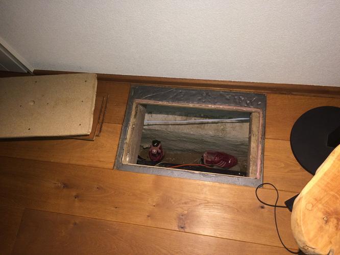 Tonzon vloerisolatie kruipruimte met houten vloer en balken werkspot
