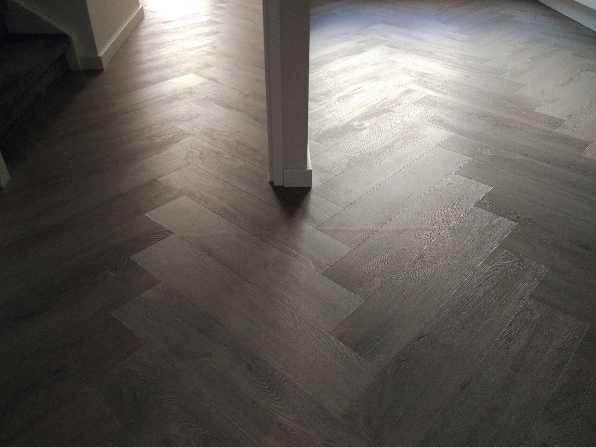 Pvc Vloer Herstellen : Pvc vloer repareren werkspot