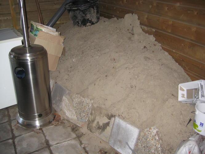 6 Hoekige Tegels : A m bestraten tegels en zand al aanwezig werkspot