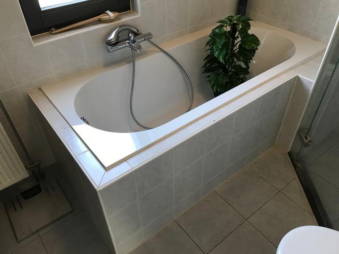 Herstel reeds verwijderde tegels en kitwerk badkamer werkspot