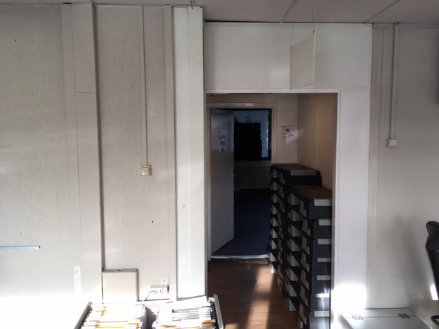 Plafond verhogen, wand verplaatsen en nieuwe verlichting plaatsen i ...