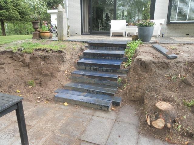 Houten vlonder trap leggen werkspot for Houten trap plaatsen