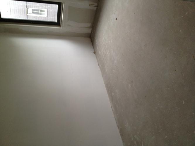 Vloer bg en 1e etage egaliseren en pvc vloer leggen werkspot