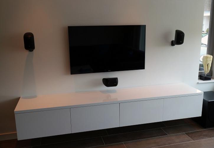 Ikea Boekenkast Tv Meubel.Monteren En Ophangen Van Zwevend Tv Meubel Werkspot