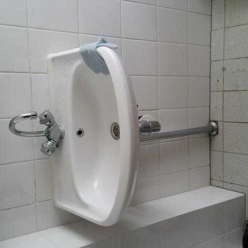 Top Wasmachine verplaatsen onder wasbak - Werkspot &XY16