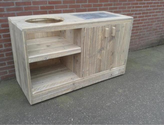 Realiseren van een buiten tafel van hout voor een for Bbq tafel maken