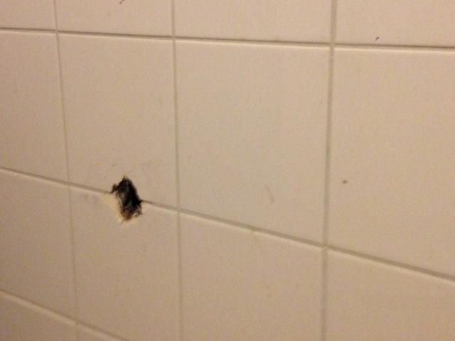 Tegels Badkamer Repareren : Reparatie tegels voor de badkamer werkspot