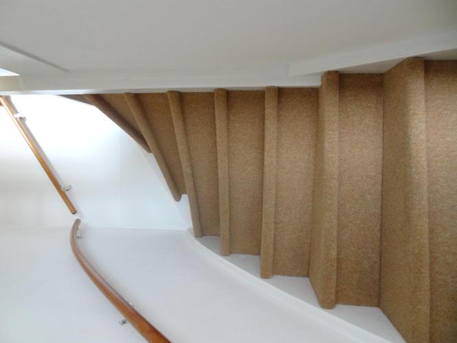 Trap Tapijt Verwijderen : Verwijderen tapijt en lijmresten van trap werkspot