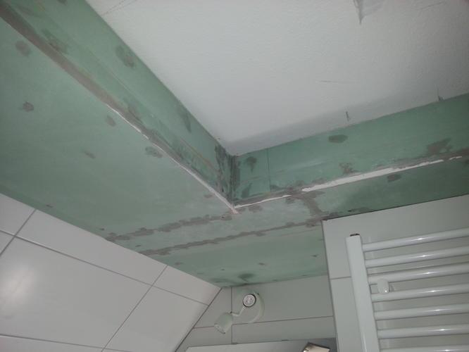 Stucen plafond badkamer - Werkspot