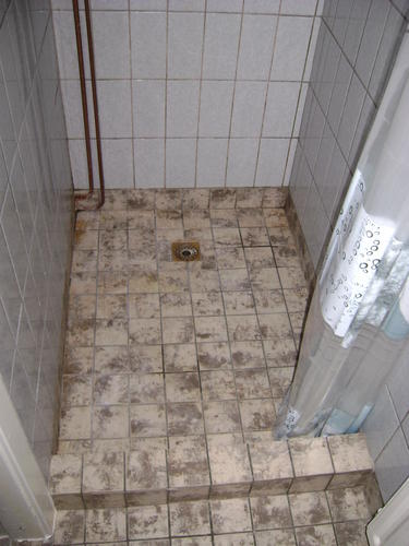 renovatie van kleine douche  toiletruimte