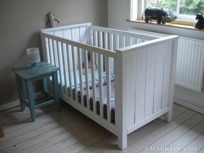 schuren/ schilderen (of spuiten) babykamer meubels - werkspot, Deco ideeën