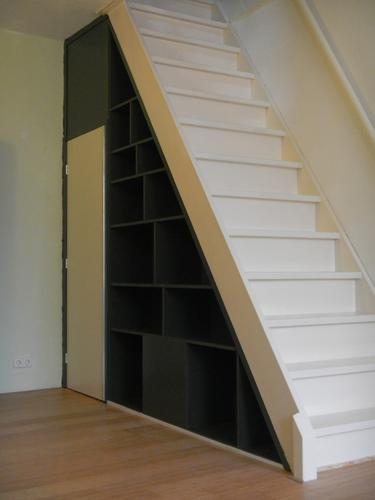 Vaste kast onder trap maken werkspot for Stootborden trap maken