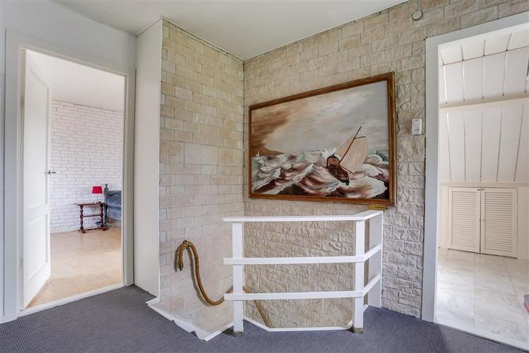 stofferen met vloerbedekking en ondervloer trap, hal en slaapkamer ...
