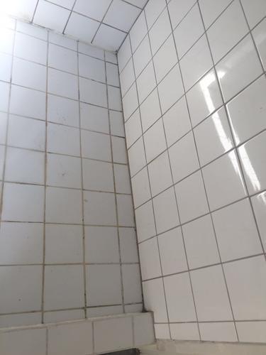 Badkamer tegels voegen en kitten - Werkspot