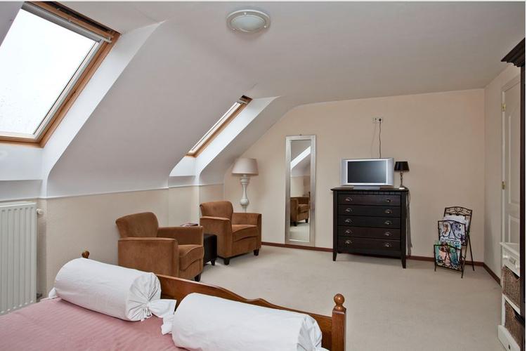 In Veldhoven (N-Br) scheidingswandje om van 1 slaapkamer 2 kleinere ...