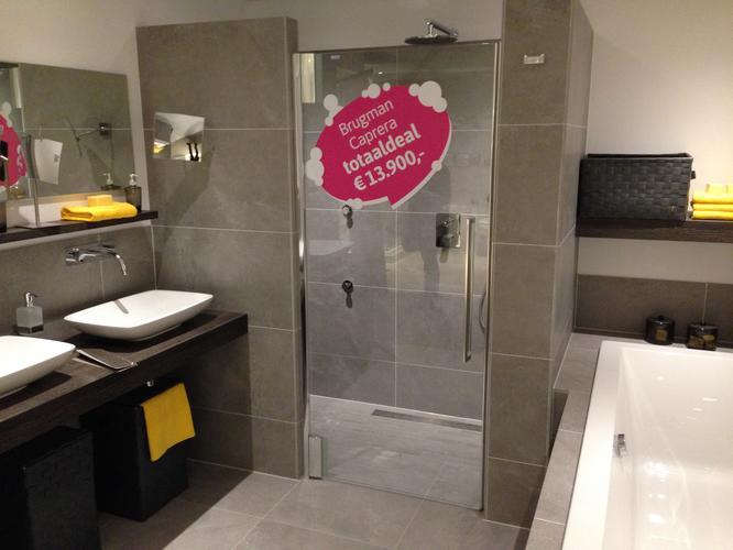 Brugman Toilet Renovatie : Badkamer verbouwen tegelwerk leidingwerk sanitair plaatsen