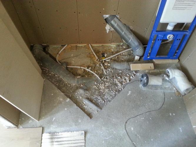 Diverse werkzaamheden badkamer zoals aansluiten hangend toilet pla