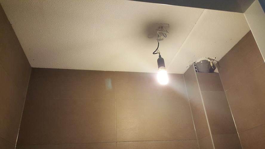 Plafond verlagen en spots inbouwen badkamer en toilet werkspot