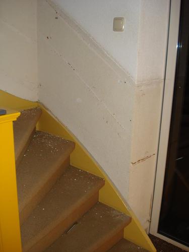 Stucen behangklaar maken van wanden langs trap for Behangklaar