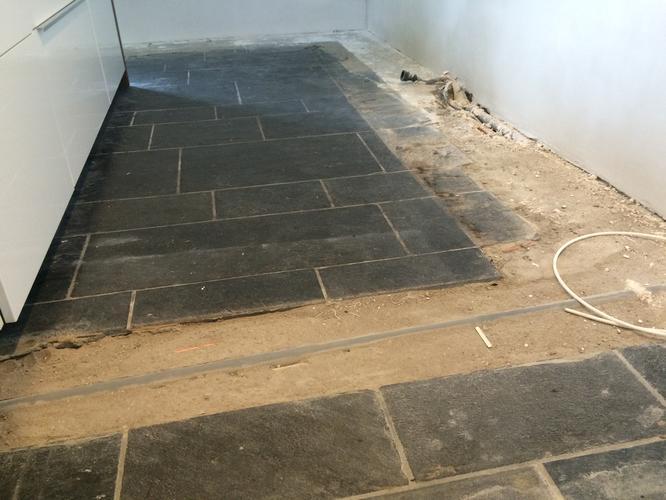 Vloer egaliseren en het leggen van een pvc vloer werkspot