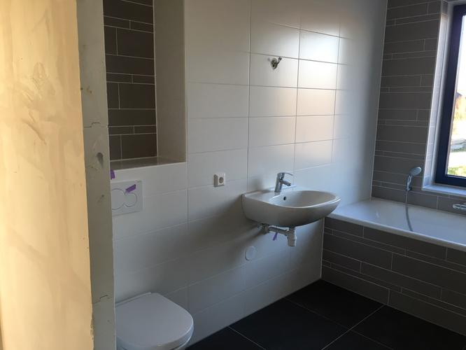 Badkamermeubel Met Douchewand : Badkamermeubel douchewand en spiegel monteren en plaatsen werkspot