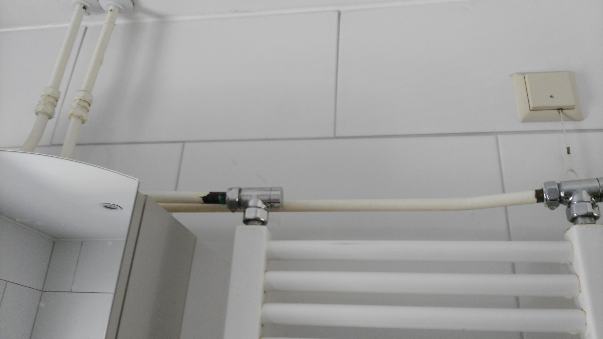 Aansluiten Radiator Badkamer : Radiator in badkamer vervangen en aansluiting leidingen