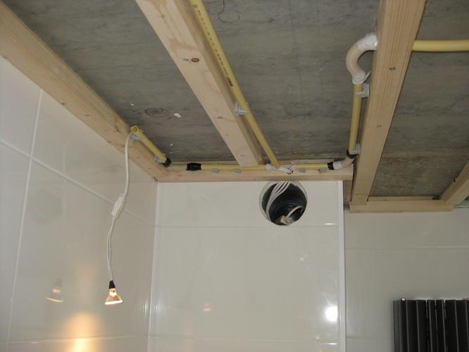 Verlaagd plafond badkamer materiaal