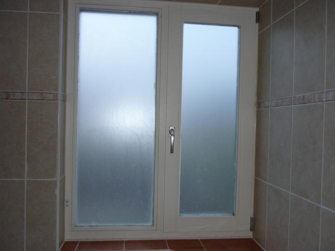 2 maal hr gewoon glas vervangen voor melkglas werkspot for Plakplastic raam