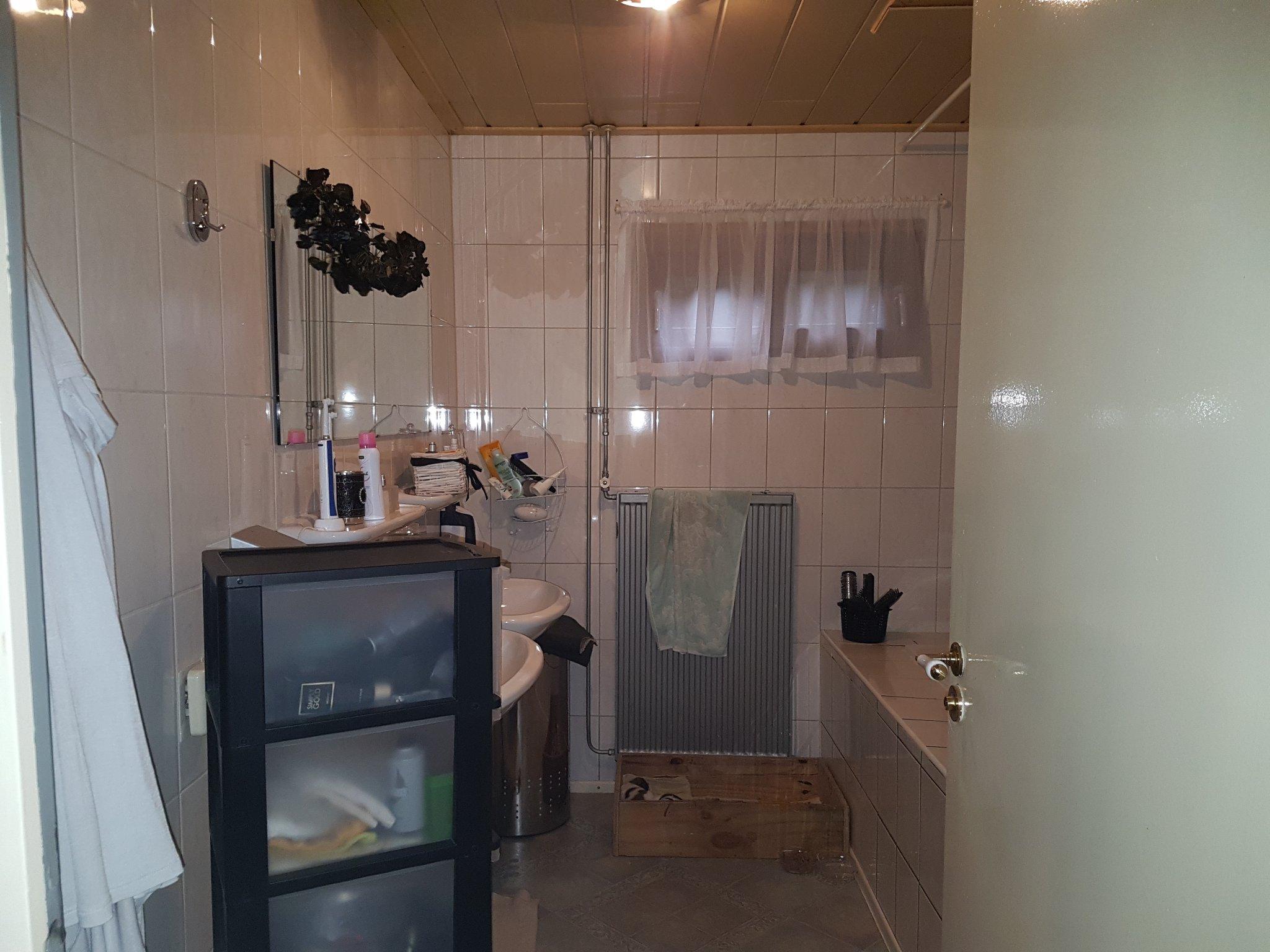 Kleine Badkamer Renovatie : Kleine badkamer renovatie werkspot