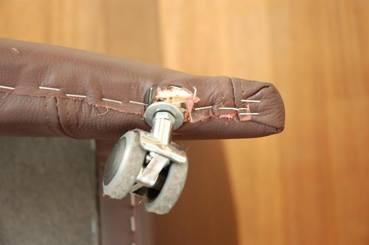 Wieltjes Voor Stoelen.Reparatie Wieltjes Onder Stoelen Werkspot