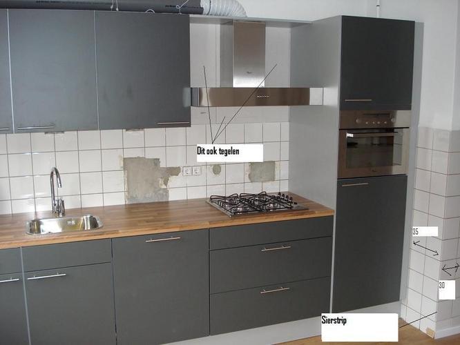 Tegels Keuken Vervangen : Tegels keukenwand vervangen: wandtegels in de keuken zetten voegen