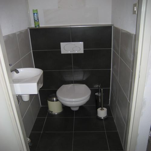 Toilet betegelen werkspot - Betegelen van natuurstenen badkamer ...