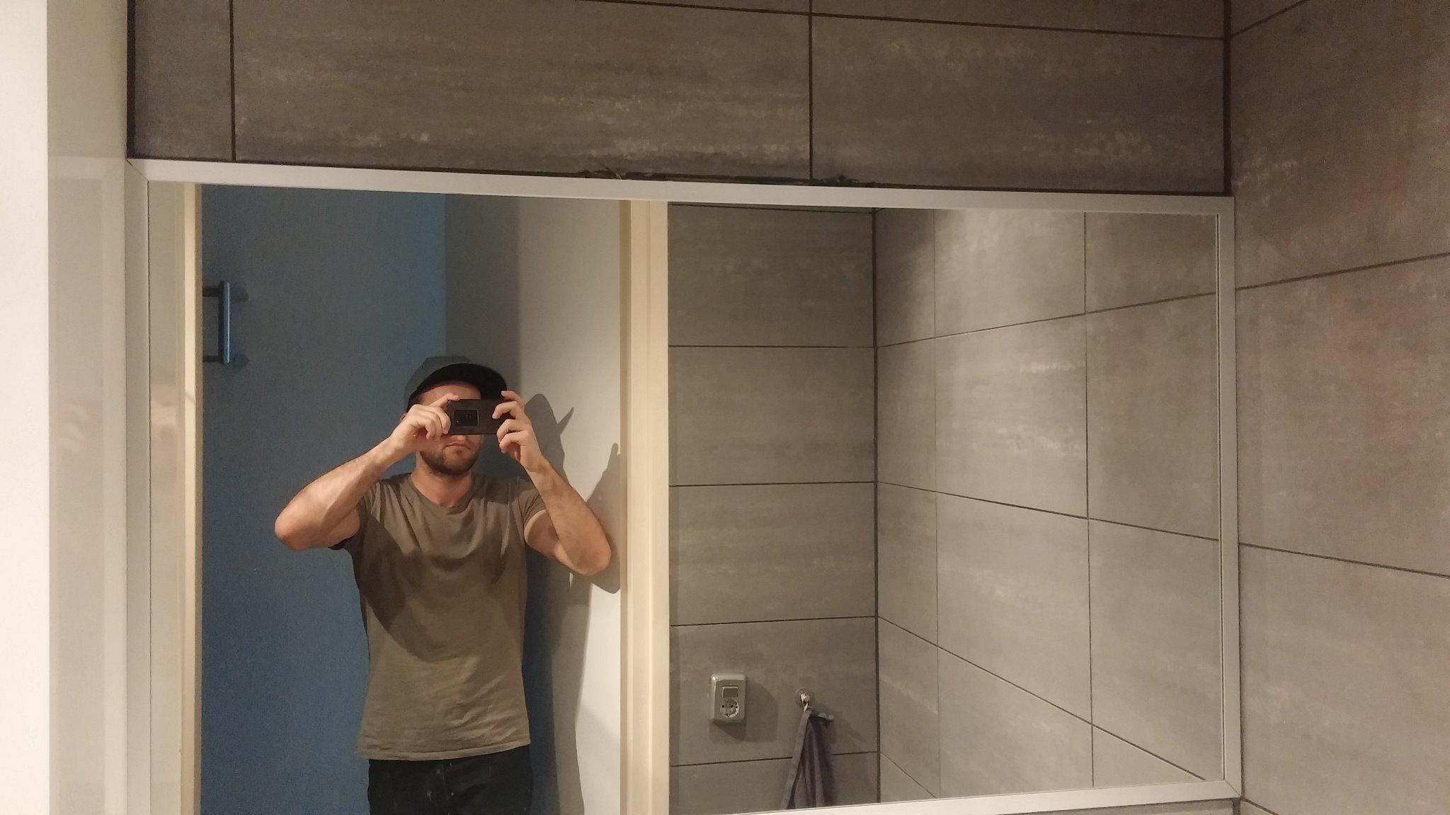 Lamp boven de spiegel in de badkamer - Werkspot