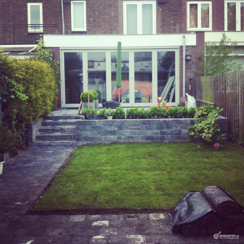 Verhoogd terras aanleggen bestraten werkspot for Trap tuin aanleggen