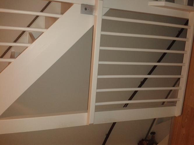 Open trap dichtmaken en deur met kozijn plaatsen werkspot for Plaatsen trap