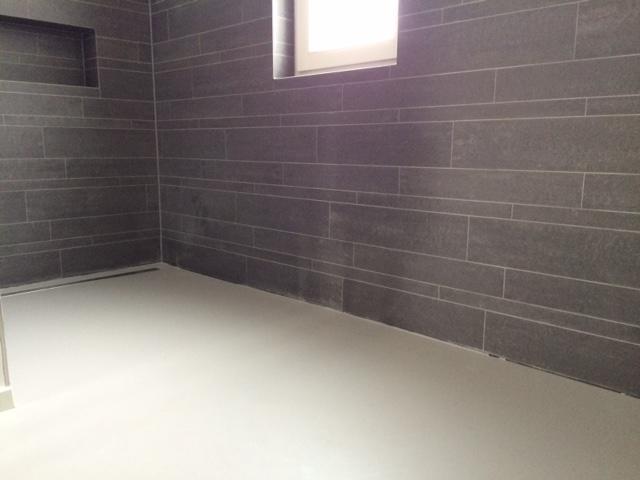 Gietvloer Voor Badkamer : Kitten aansluiting wandtegels met gietvloer badkamers werkspot