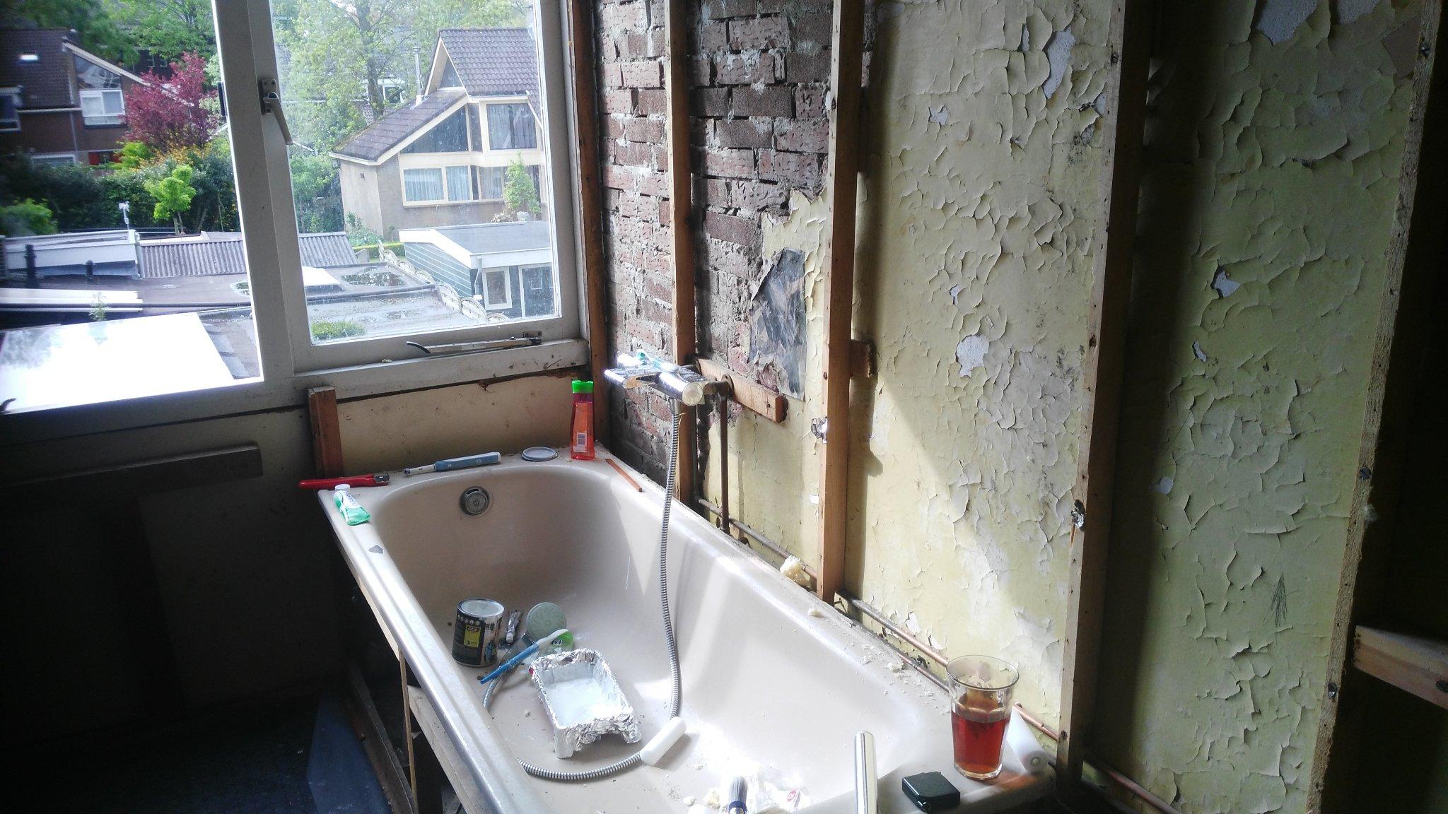 muur in badkamer stucen met beton cire werkspot