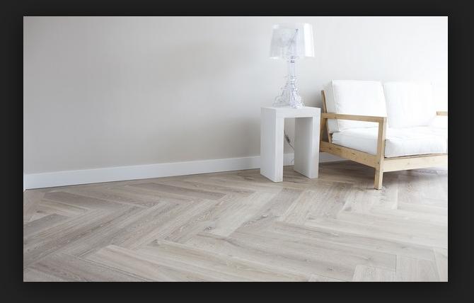 M whitewash visgraat vloer met grote planken werkspot