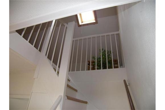 Vaste trap naar zolder maken en plaatsen incl zagen van for Trap plaatsen naar zolder