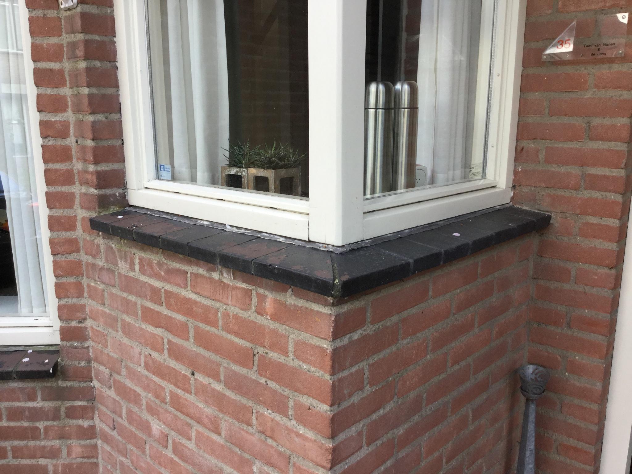 Vensterbank Tegels Buiten : Vervangen vensterbank buiten door hardstenen raamdorpel werkspot