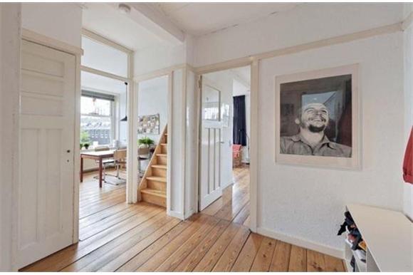 Woonkamer hal trap en keuken schilderen werkspot Trap in woonkamer