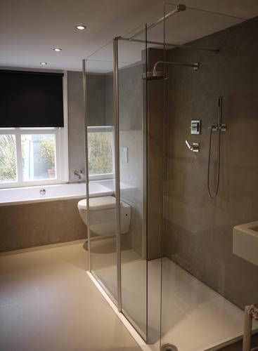 Tadelakt / beton cire muur badkamer. - Werkspot