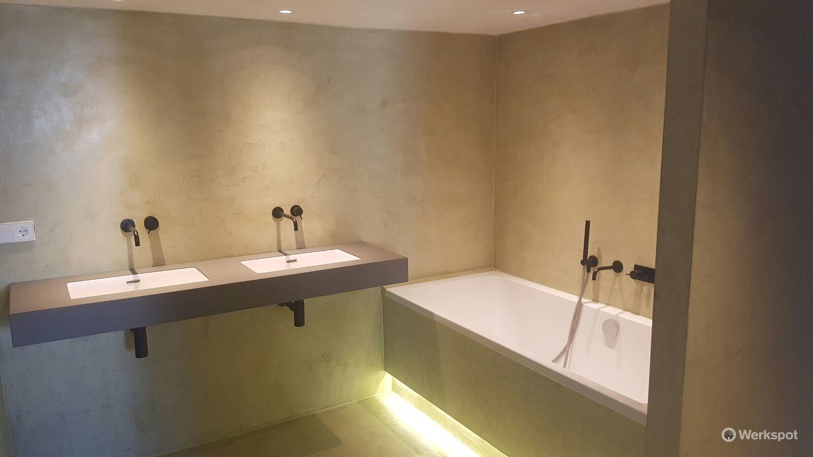 Badkamer Met Betonstuc : Betonstuc badkamer werkspot