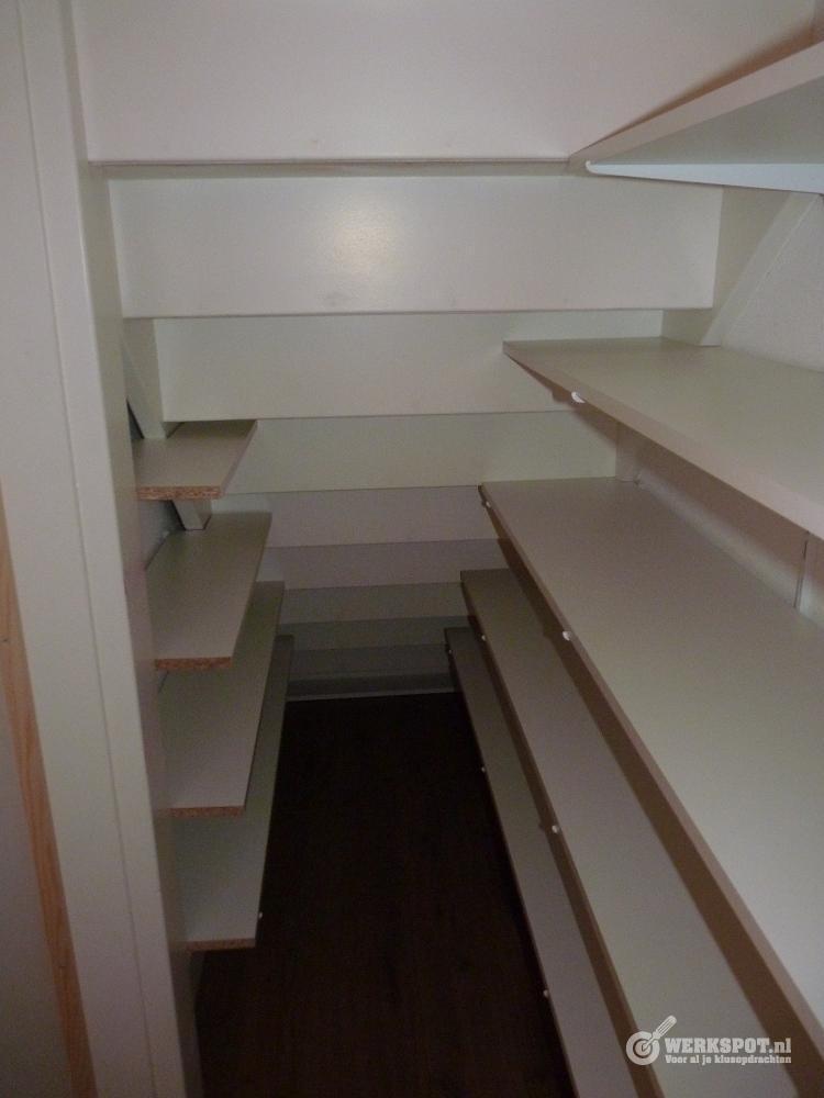 Maken van berging met deur onder trap werkspot - Hoe hij zijn teen ruimte organiseren ...
