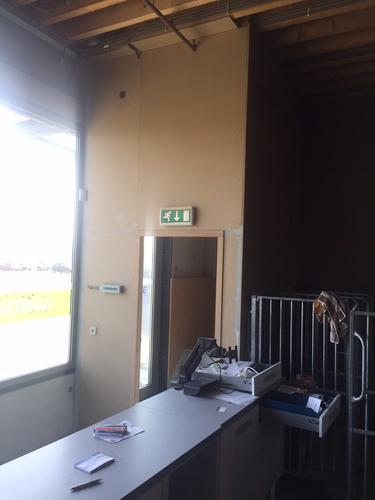 Beroemd Behangen met glasvezelbehang 75 m2 op spaanplaat en mdf. - Werkspot VQ46